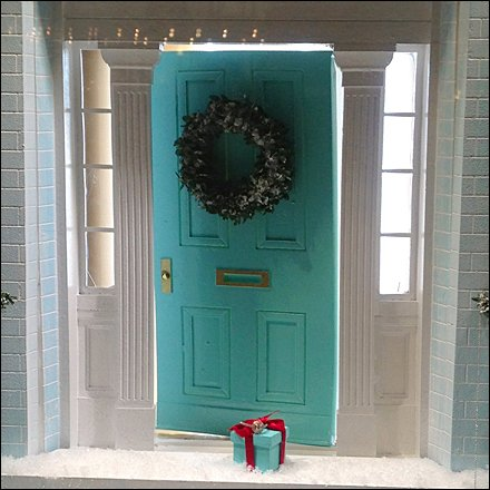 Tiffany at Your Christmas Doorstep – Fixtures Close Up